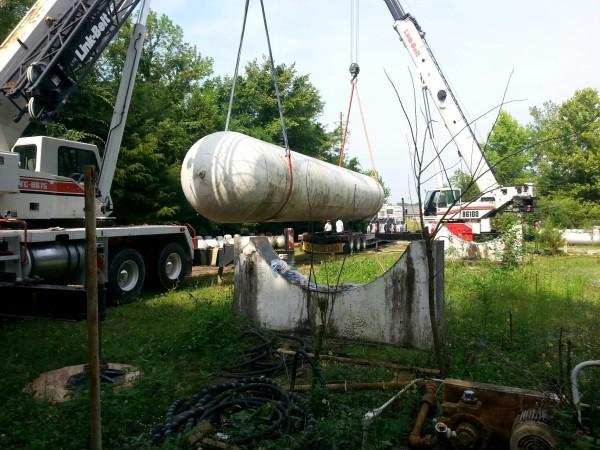 Crane lifting tank